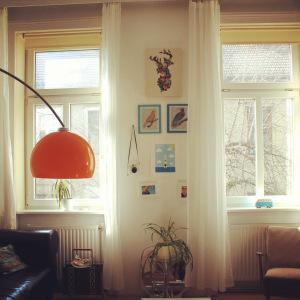 nachher: weiße IKEA-Vorhänge