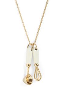 Ten Out of Utensils Necklace um 16$