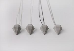 Kette mit Beton-Diamant-Anhänger
