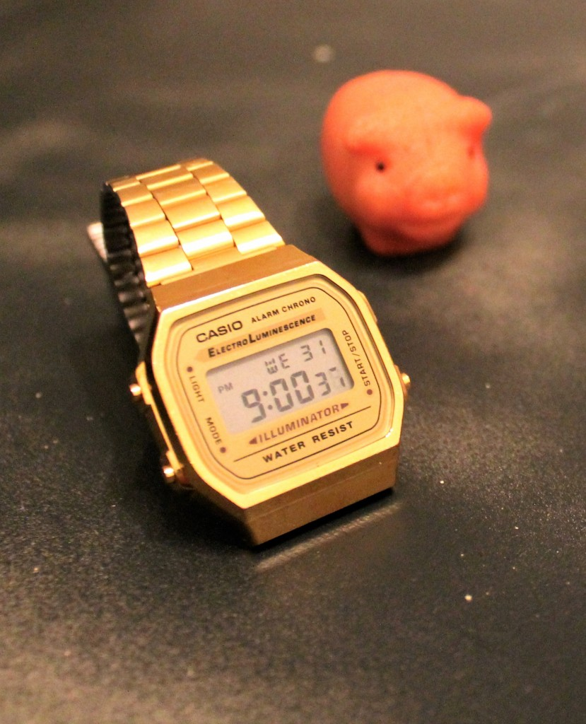 Casio Uhr - groß und gold