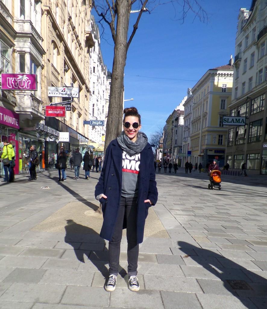 SUNday Style: Converse, Hose - Cheap Monday, RUN DMC T-Shirt aus der H&M Kinder Abteilun, Schal von American Apparel, Mantel von Envii, Sonnebrille von ASOS