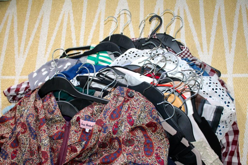 Nur Kleider. Ein Teil. Es gibt noch 5mal so viele Kleider.